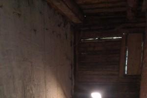 Zadná stena horárne poškodená hnilobou