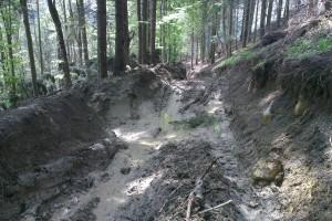 Voda z prameňov vymývala zvážnicu na Holé žiare, preto sa pristúpilo k jej úprave