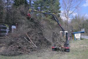 Zvážanie drevnej hmoty urbárnou súpravou na Suchej